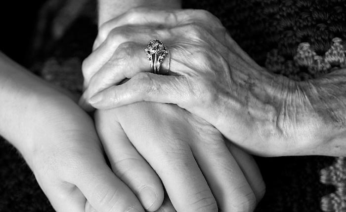 A los abuelos.